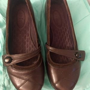 Privo Mary Jane brown shoes with button closure